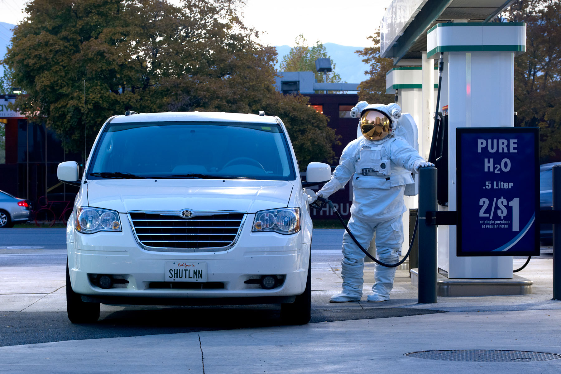 Astronaut_Gas_Station_HEweb_SIZED.jpg
