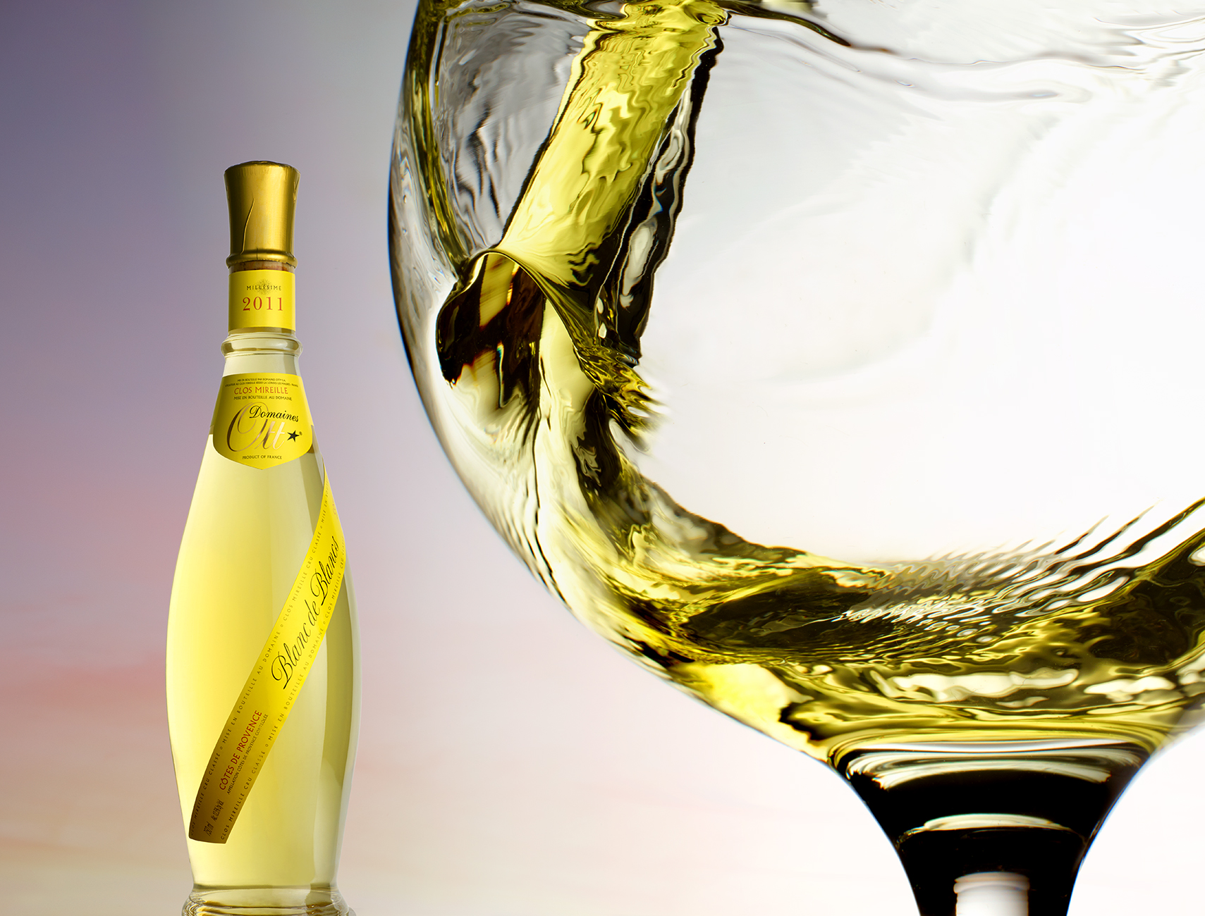 White wine pour copy